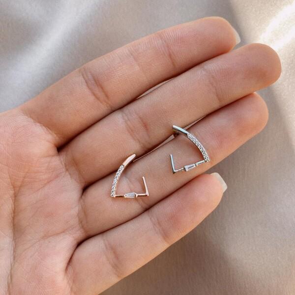 - 10 Taşlı Üçgen Piercing | 925 Gümüş