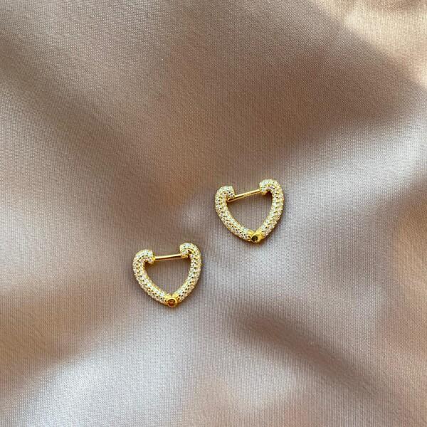 - 1.1 Beyaz Taşlı Kalp Küpe | 925 Gümüş