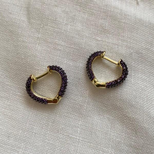 - 1.1 Siyah Taşlı Minik Kalp Küpe | 925 Gümüş