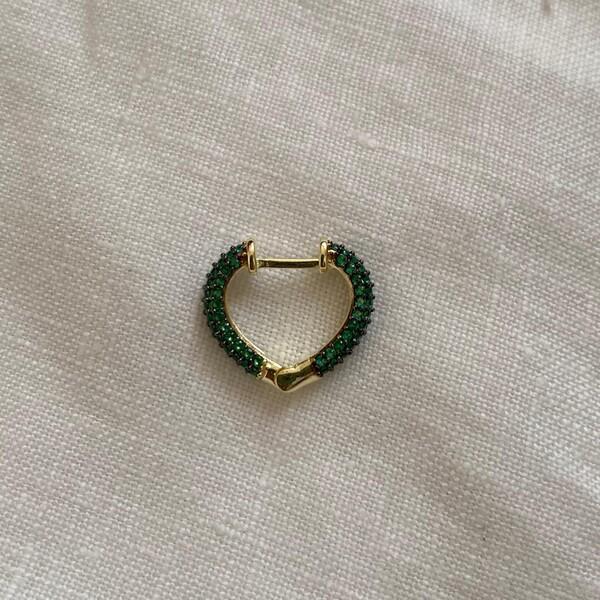 Fi Season - 1.1 Tekli Yeşil Taşlı Minik Kalp Küpe   925 Gümüş
