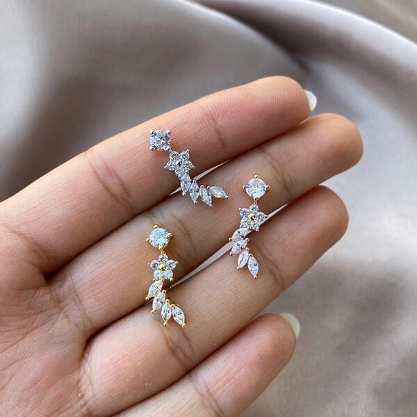 Fi Season - 4 Badem Taşlı Çiçek Piercing
