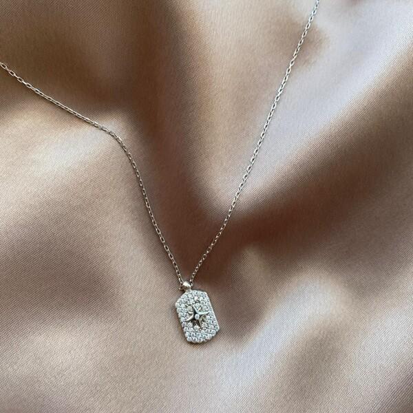 - B Beyaz Taşlı Plaka Kutup Yıldızı Kolye   925 Gümüş