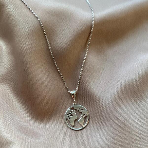 - B Dünya Figürlü Kolye | 925 Gümüş