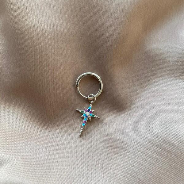 - B Tekli Halkalı Renkli Taşlı Kutup Yıldızı Küpe | 925 Gümüş
