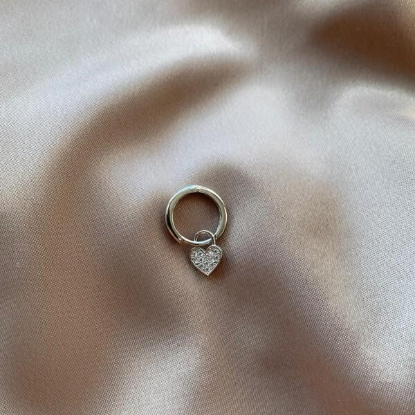 - B Tekli İçi Beyaz Taşlı Halkalı Kalp Küpe | 925 Gümüş