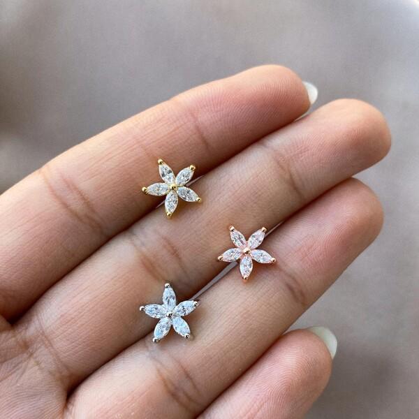 - Badem Taşlı Çiçek Tragus Piercing