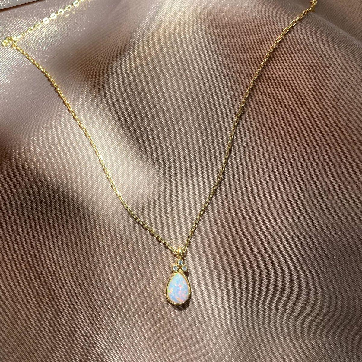 Beyaz Opal Taşlı Damla Kolye | 925 Gümüş