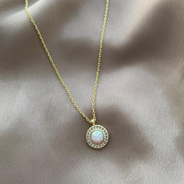 - Beyaz Opal Taşlı Etrafı Beyaz Taşlı Daire Kolye | 925 Gümüş