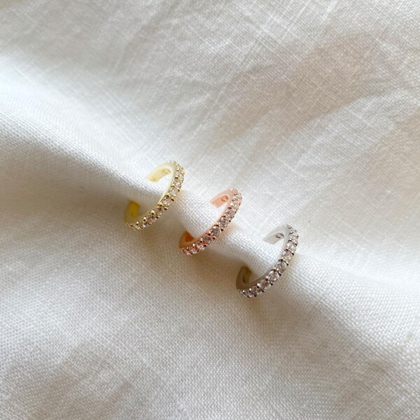 - Beyaz Taşlı Sıralı Ear Cuff   925 Gümüş