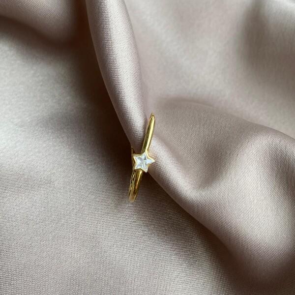 Fi Season - Tekli Beyaz Taşlı Yıldızlı İnce Dikdörtgen Küpe   925 Gümüş