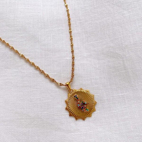 - Çizgili Renkli Taşlı Yılan Figürlü Madalyon Kolye