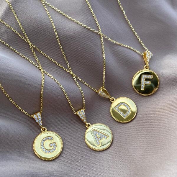 Fi Season - Daire Plakalı Taşlı Harf Kolye | 925 Gümüş