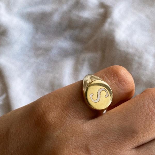 - Daire Şövalye Harf Yüzük | 925 Gümüş