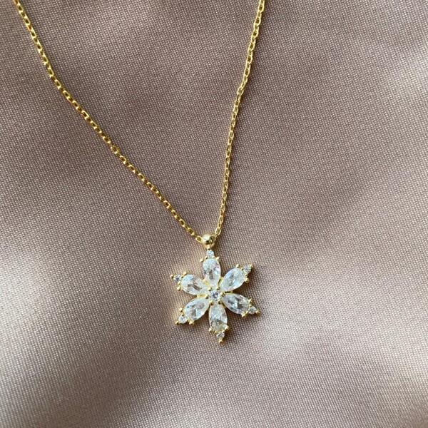Fi Season - Etrafı Taşlı Beyaz Taşlı Çiçek Kolye | 925 Gümüş