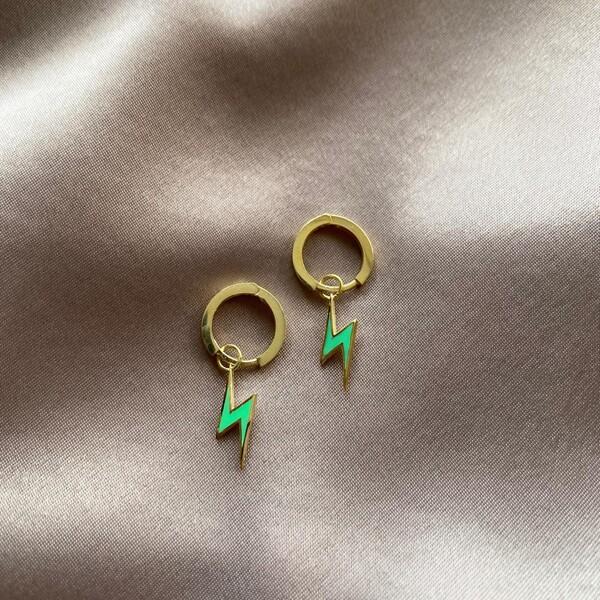 - Halkalı Neon Yeşil Mineli Şimşek Küpe | 925 Gümüş