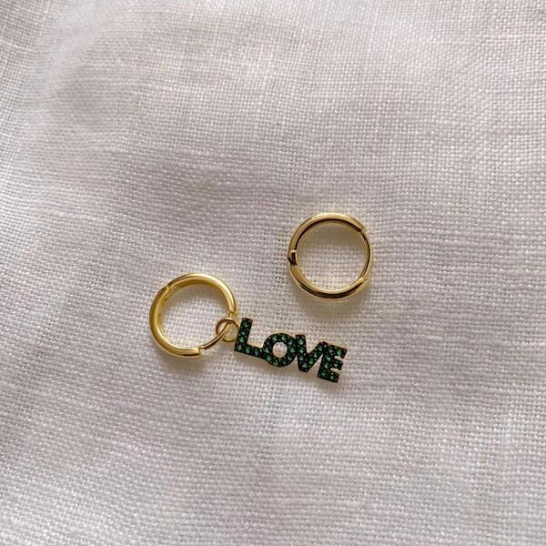 Fi Season - Halkalı Yeşil Taşlı Love Yazılı Küpe   925 Gümüş