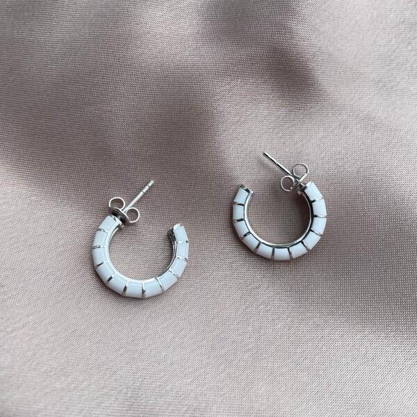 Fi Season - İnce Çizgili Beyaz Mineli Halka Küpe   925 Gümüş