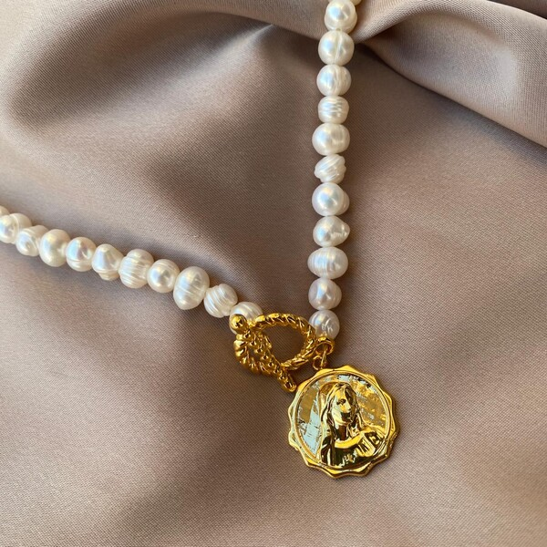 - İncili Madalyon Kolye