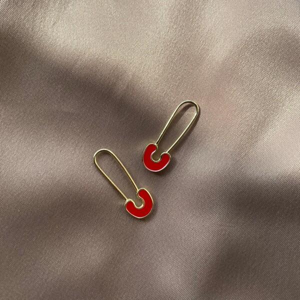 - Kırmızı Mineli Çengelli İğne Küpe | 925 Gümüş