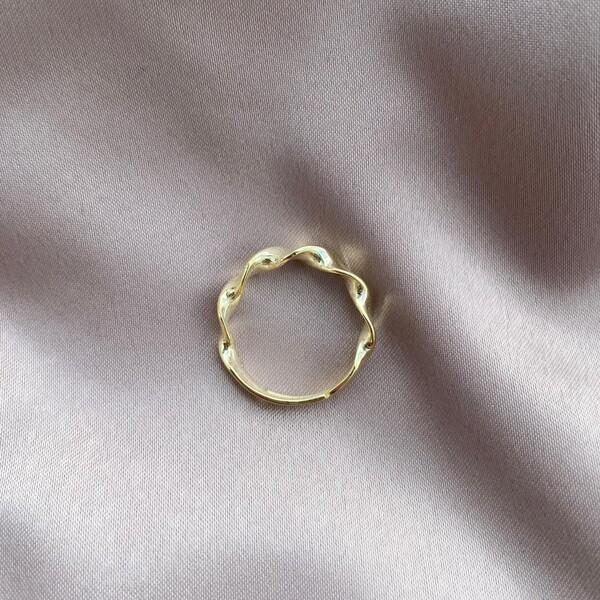 - Kıvrımlı Yüzük   925 Gümüş