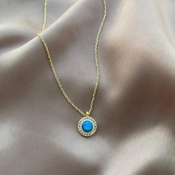 - Mavi Opal Taşlı Etrafı Beyaz Taşlı Daire Kolye | 925 Gümüş