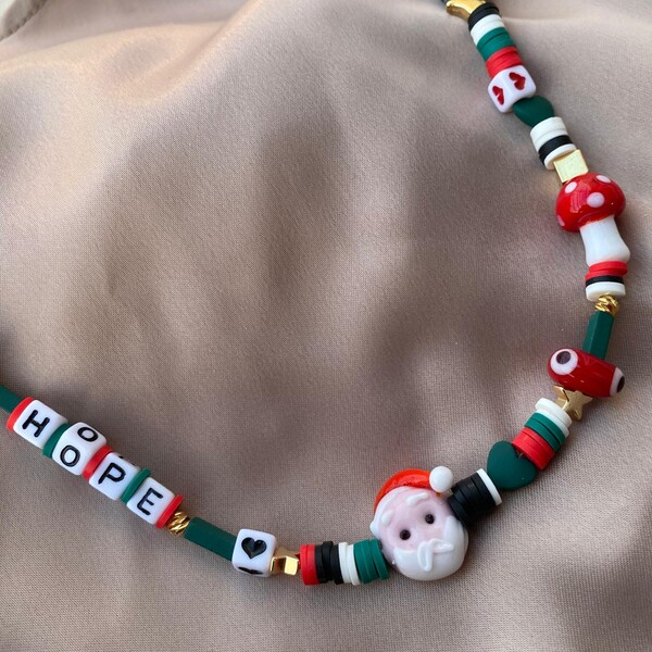Fi Season - Noel Babalı Karışık Slogan Kolye