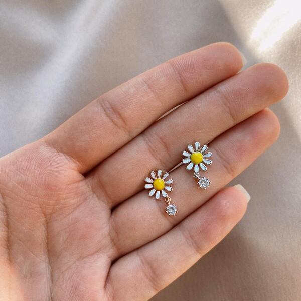 - Papatya Figürlü Piercing | 925 Gümüş