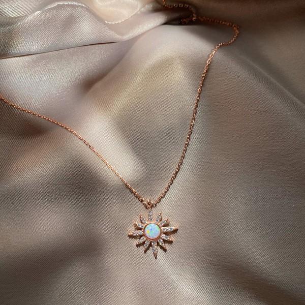 - R Beyaz Opal Taşlı Güneş Kolye | 925 Gümüş