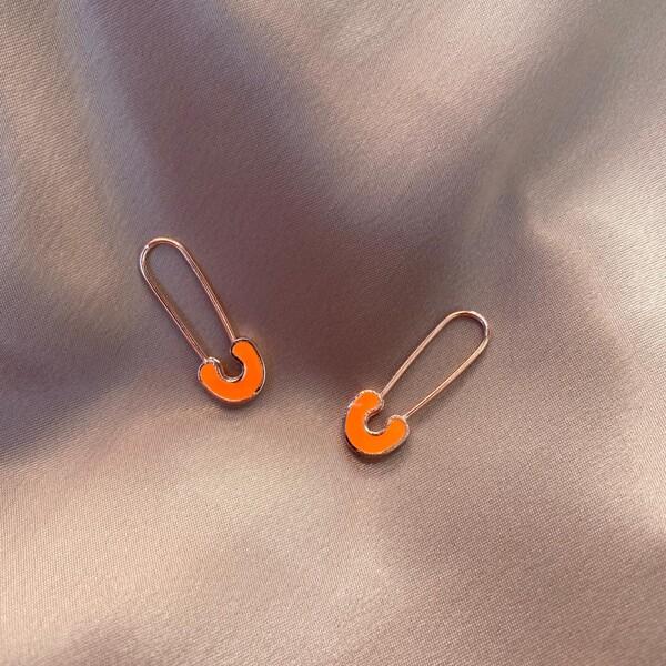 - R Neon Turuncu Mineli Çengelli İğne Küpe | 925 Gümüş