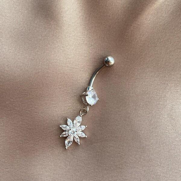 Fi Season - Sallantılı Çiçek Göbek Piercingi