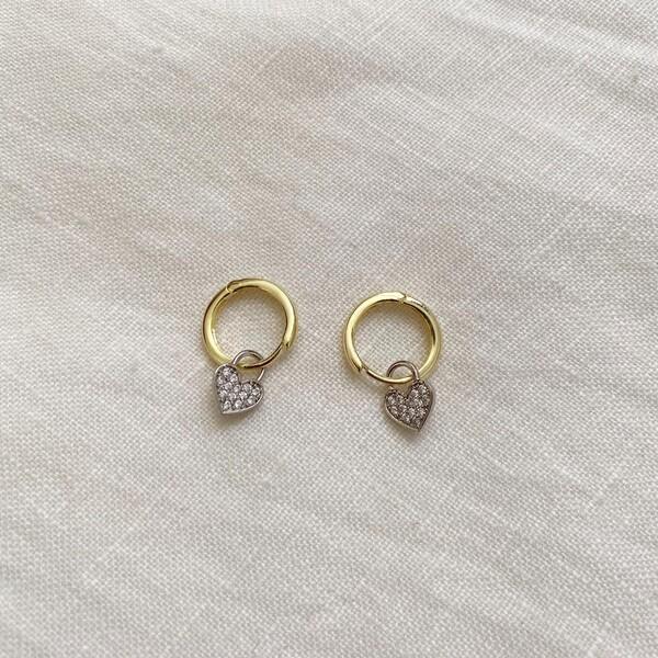 - Sarı Halkalı Beyaz Taşlı Kalp Küpe   925 Gümüş