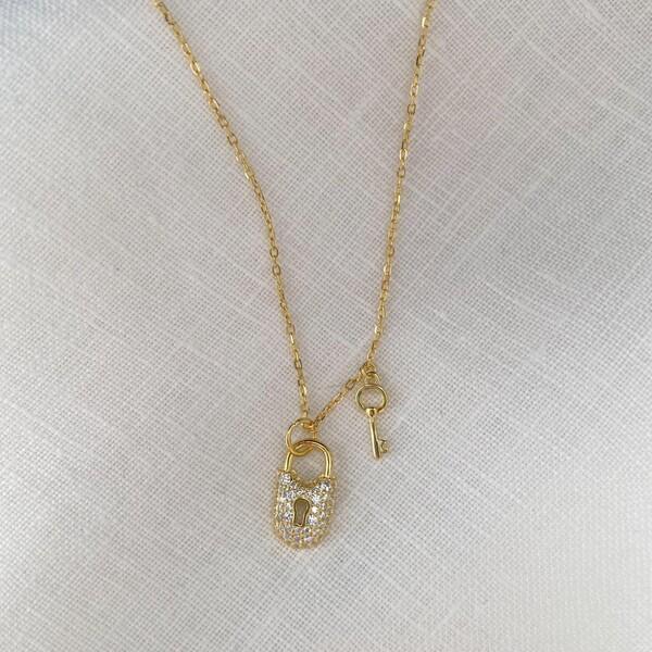 Fi Season - Taşlı Anahtarlı Kilit Kolye   925 Gümüş