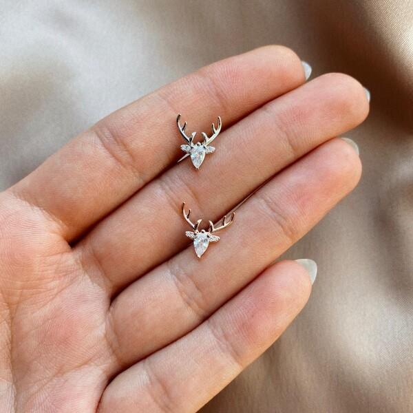 - Taşlı Geyik Figürlü Piercing | 925 Gümüş