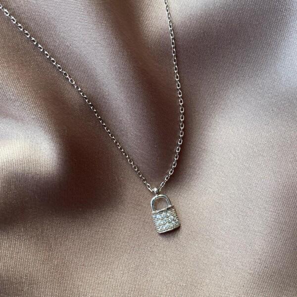 - Taşlı Kilit Kolye   925 Gümüş