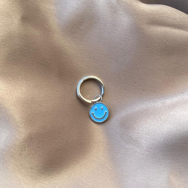 - Tekli Halkalı Mavi Mineli Gülen Yüz Küpe | 925 Gümüş