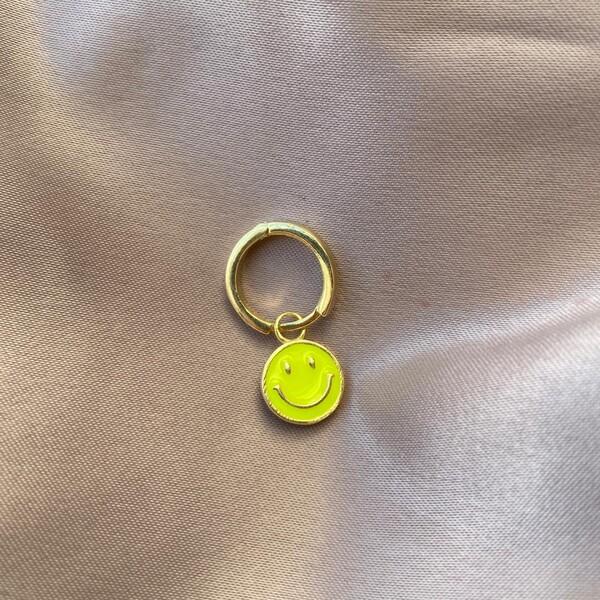 - Tekli Halkalı Sarı Mineli Gülen Yüz Küpe | 925 Gümüş