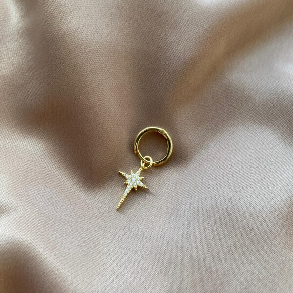 - Tekli Halkalı Taşlı Kutup Yıldızı Küpe | 925 Gümüş