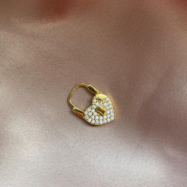 Fi Season - Tekli İçi Taşlı Kilitli Kalp Küpe   925 Gümüş