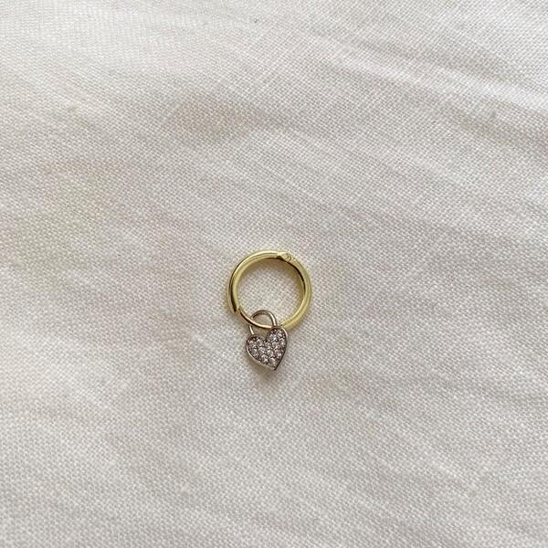 - Tekli Sarı Halkalı Beyaz Taşlı Kalp Küpe   925 Gümüş