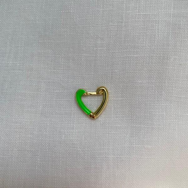 - Tekli Yarısı Yeşil Mineli Kalp Küpe | 925 Gümüş