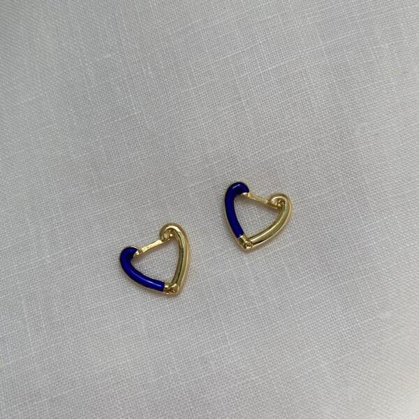 - Yarısı Lacivert Mineli Kalp Küpe | 925 Gümüş