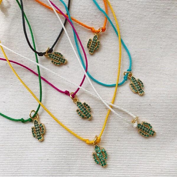 - Yeşil Taşlı Kaktüs Figürlü Renkli İp Bileklik