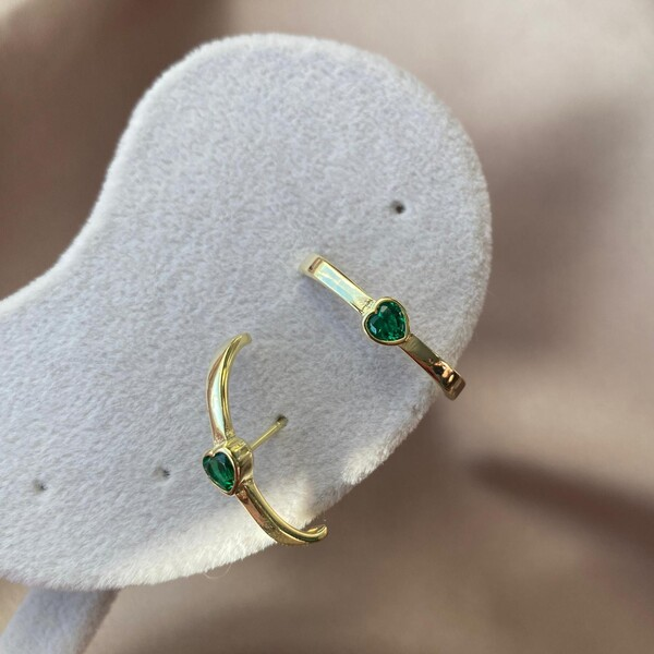 Fi Season - Yeşil Taşlı Kulağı Saran Kalp Küpe   925 Gümüş