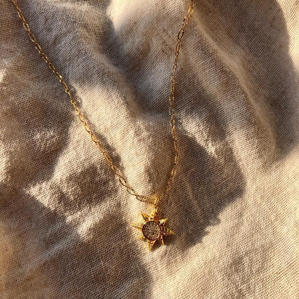 Zirkon Taşlı Güneş Figürlü Kolye 2
